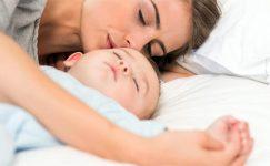 Bebeğiniz ile Birlikte Uyumanın Faydaları ve Sakıncaları Nelerdir ?